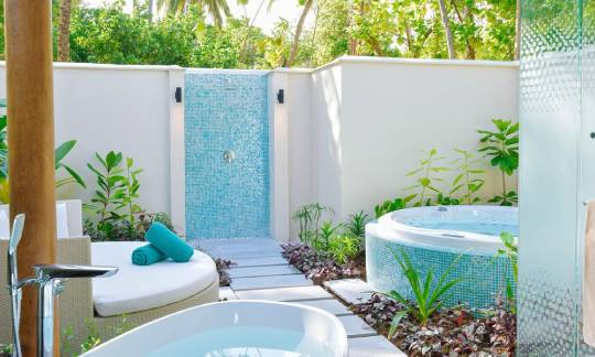Jacuzzi at Beach villa with jacuzzi - kandima